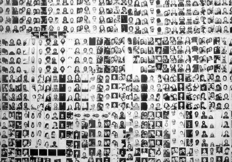 Franco Vaccari, Esposizione in tempo reale, lascia su queste pareti una traccia fotografica del tuo passaggio, 1972